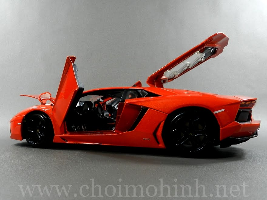 Lamborghini Aventador 1:18 bBurago orange door