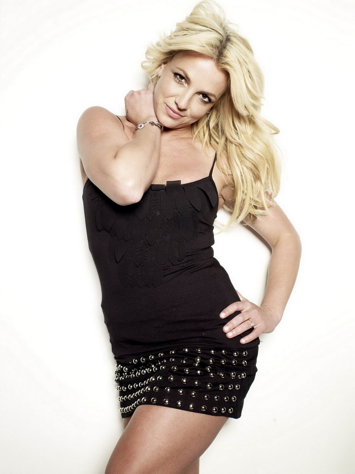 http://3.bp.blogspot.com/-YZwwvWRrQ9Y/ToaKcXCoL5I/AAAAAAAAAdU/FWPu8k4QBgI/s1600/Britney+Spears+in+black+mini+dress+for+Cosmo+%25286%2529.jpg