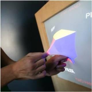 "Teknologi 3D ""Ghost"" Menarik Benda dari Layar Monitor"