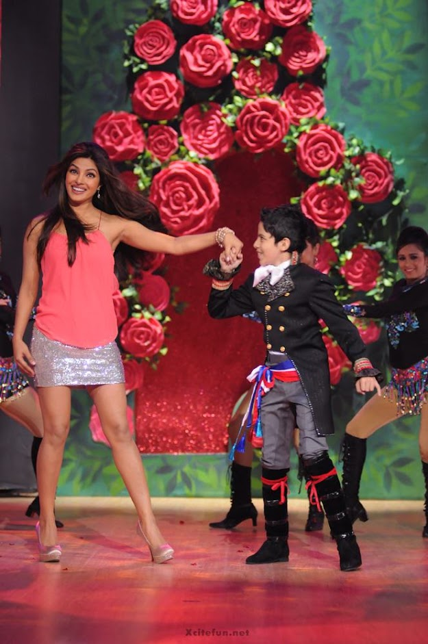 Priyanka chopra in a silver mini skirt and coral top  - Priyanka Chopra, Madhuri Dixit & Darsheel Safary on Jhalak dikhlaja !!!!