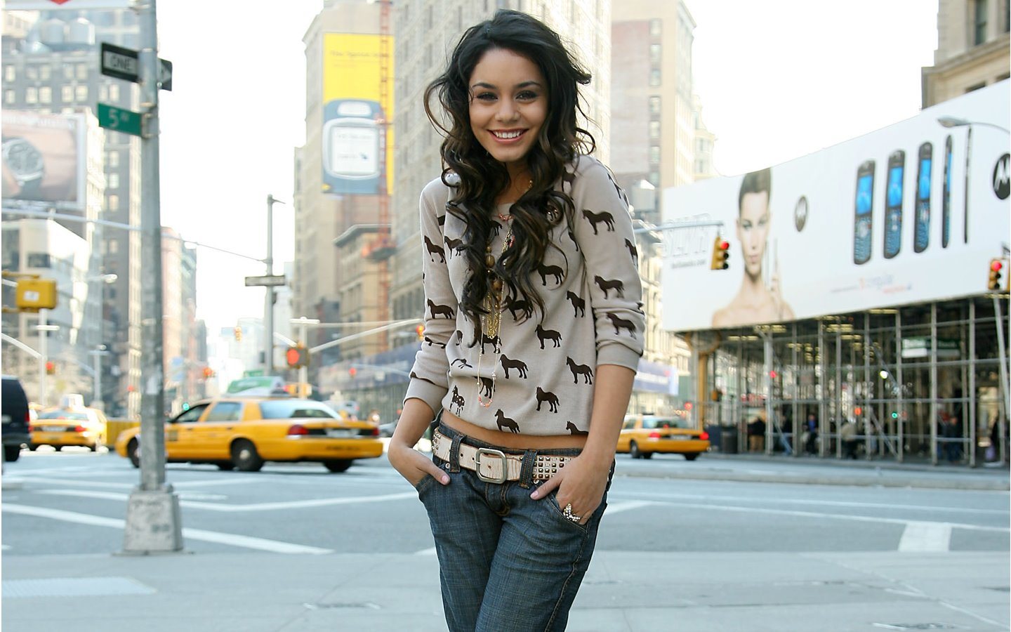Vanessa Hudgens in Jeans & Top