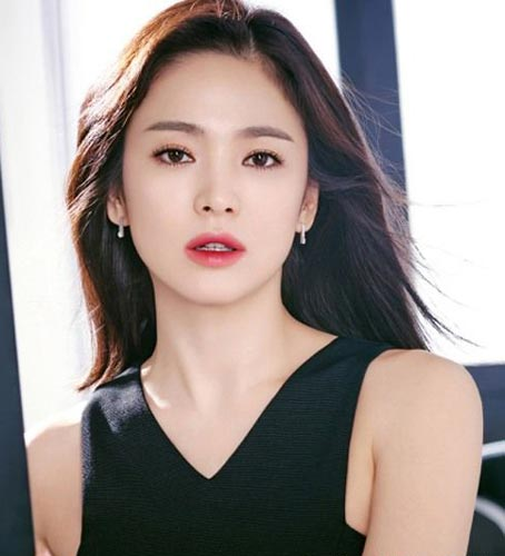 Song Hye Kyo Long Hair stuns in two tone lipstick