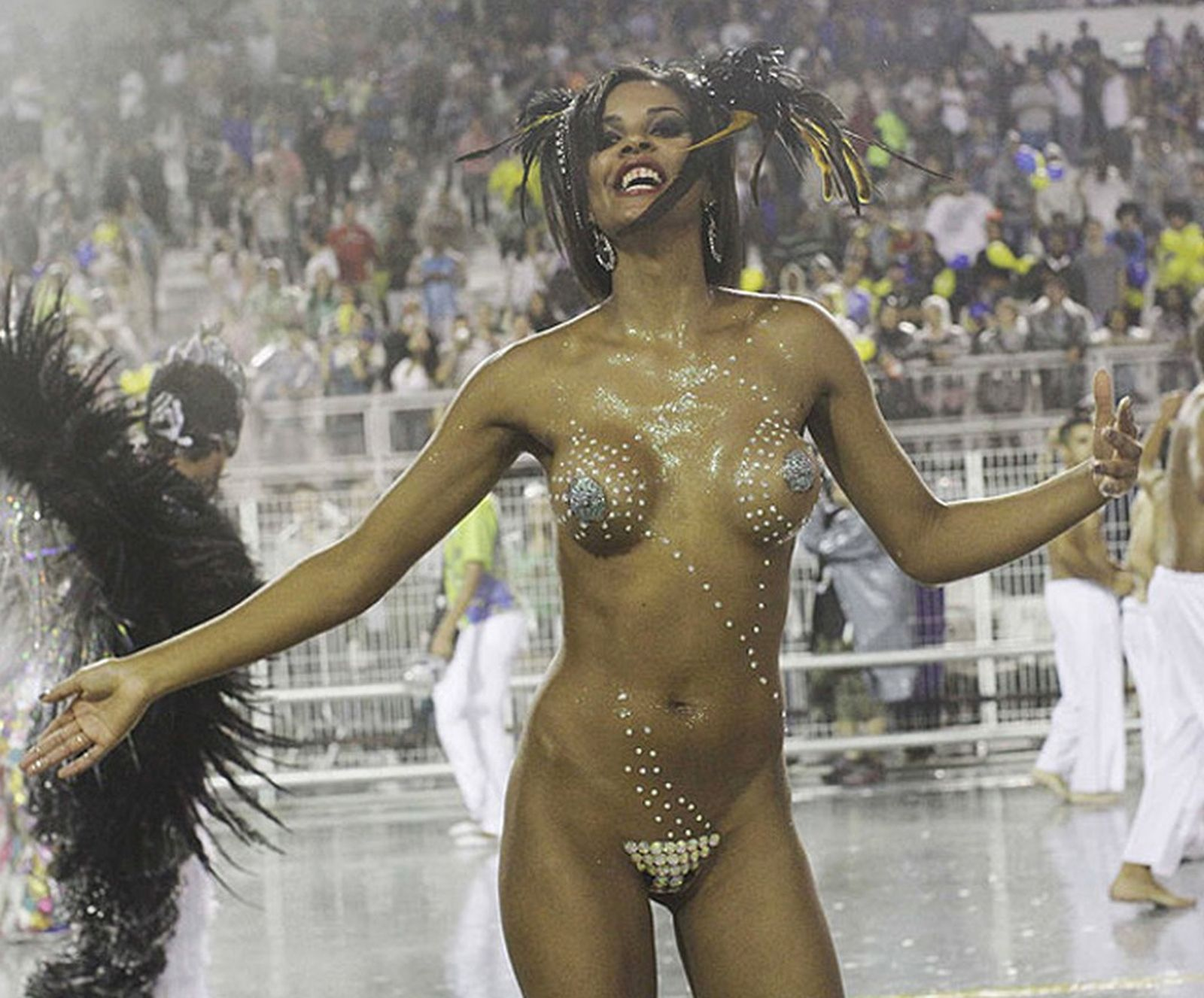 Big Boobs Brazilian Topless Dancer Carnival Nude Milf Beach Hi Def Pic