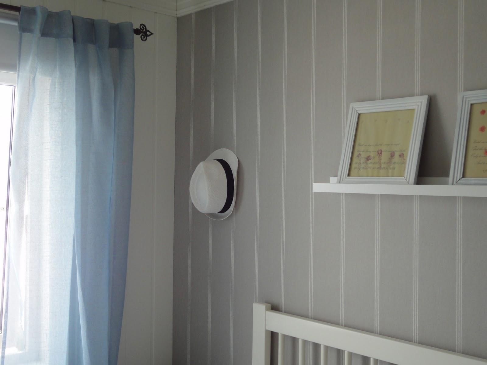 Charm: Soverom i grått, blått og hvitt...