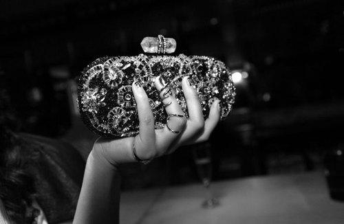 clutch, Marchesa, clutch Marchesa, jeweled clutch, clutch com aplicações, aplicações, moda, acessórios, acessórios de moda, pochete, clutch, carteira,