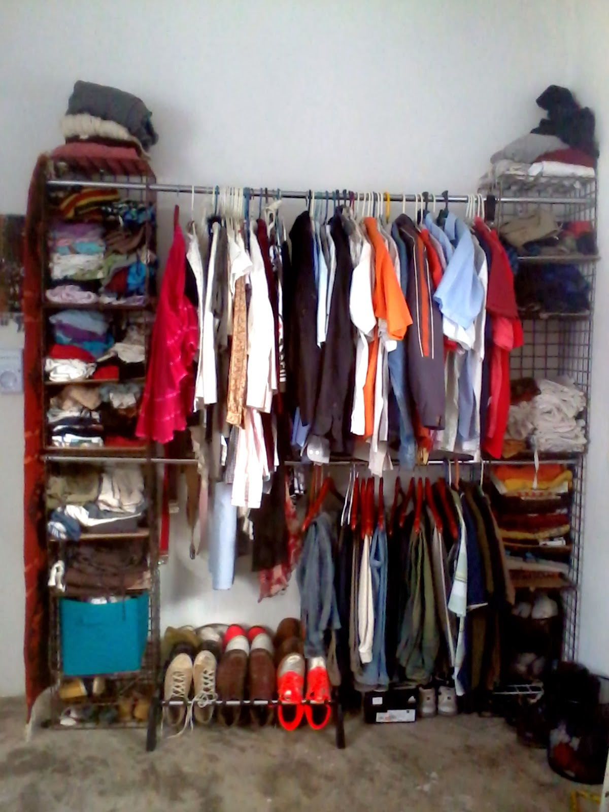 Como hacer un mueble de madera para colgar ropa - Mueble para ropa ...