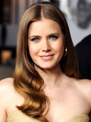 Amy Adams goes for a sexy, sophisticated look with a sleek center part and smooth barrel curls.