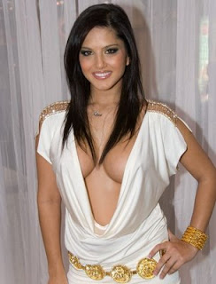 Sunny Leone Height and Weight and Age