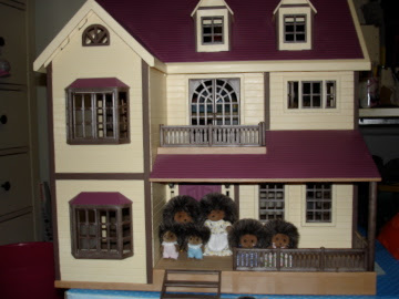 Sylvanian Families Oakwood Manor House Bramble Hedgehog Family