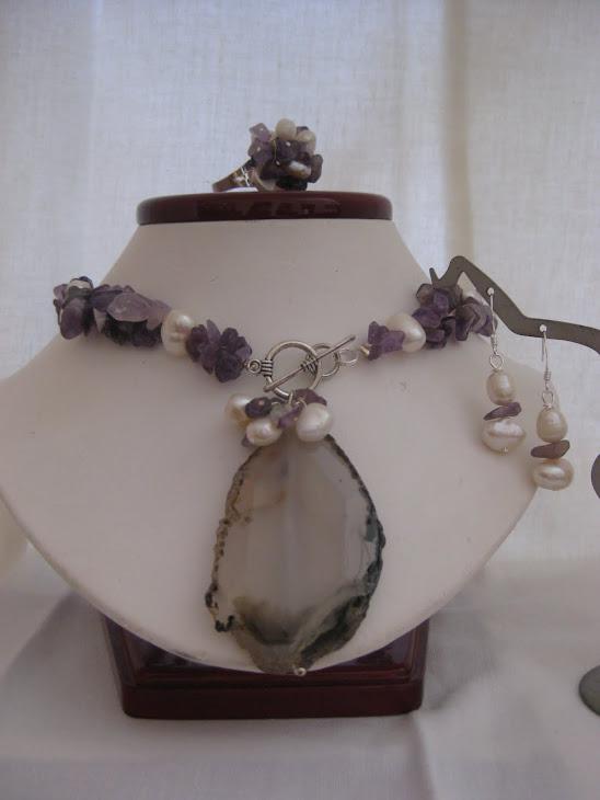C08114. Collar Perlas, Chips y Agata + Aretes y Anillo