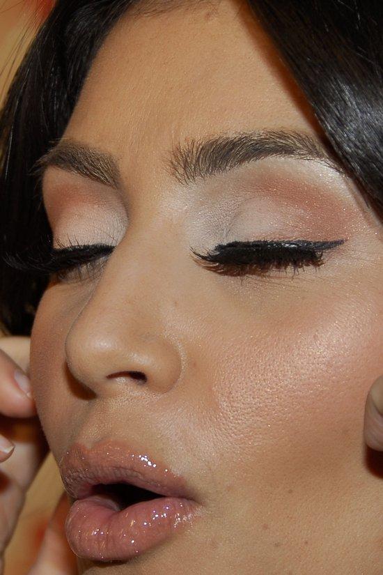 modelings makeup tips from kim kardashian. Black Bedroom Furniture Sets. Home Design Ideas