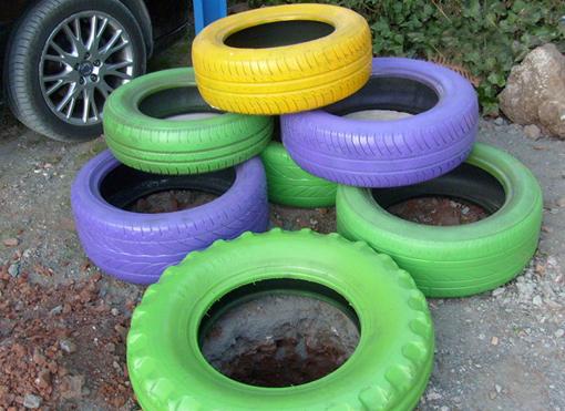 Decoraci n f cil jardineras realizadas con neumaticos usados - Decoracion con ruedas ...