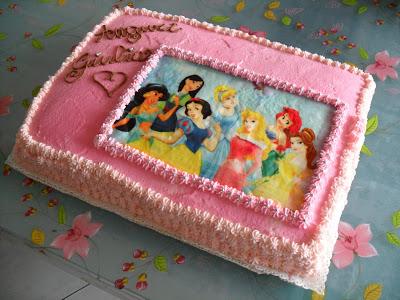 torte di principesse torta principesse : Torta di compleanno con pan di spagna alla vaniglia, crema pasticcera ...