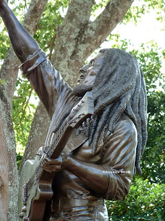 "pierre rouzier_The Bob Marley Museum (JA) - ""one love"" statue"