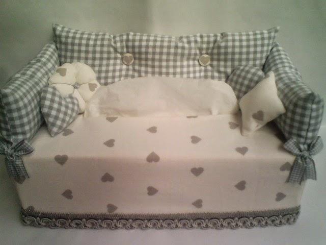 Creare con le mani e la fantasia divanetto porta fazzoletti for Divanetti shabby chic