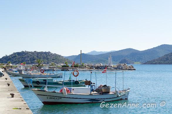 Bozburun sahilindeki tekneler, Marmaris Muğla