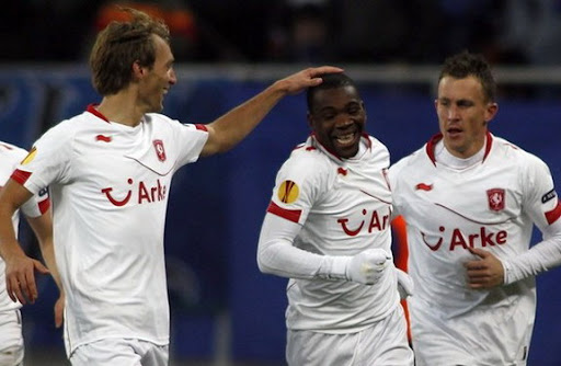 Ola John celebrates a goal against Steaua Bucureşti with his FC Twente team-mates