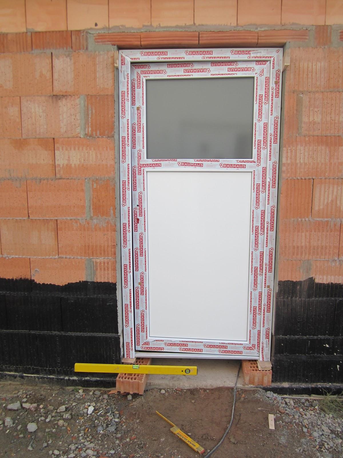 unser hausbau garage in eigenleistung einbau von fenster und eingangst r. Black Bedroom Furniture Sets. Home Design Ideas