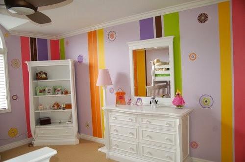 Kamar tidur anak strip warna-warni