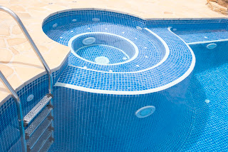 piscina+con+spa+adosado+copia La piscina que revaloriza tu casa.