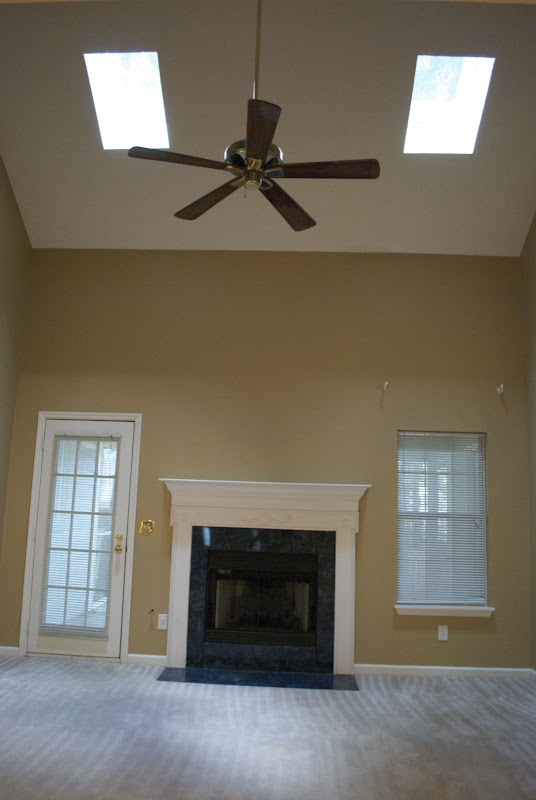 Below is the dining room complete with a fake tray ceiling coated in  title=