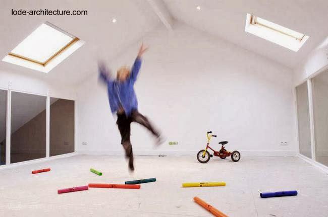 trendy tico y sala de juegos para nios con ventanas exteriores e interiores