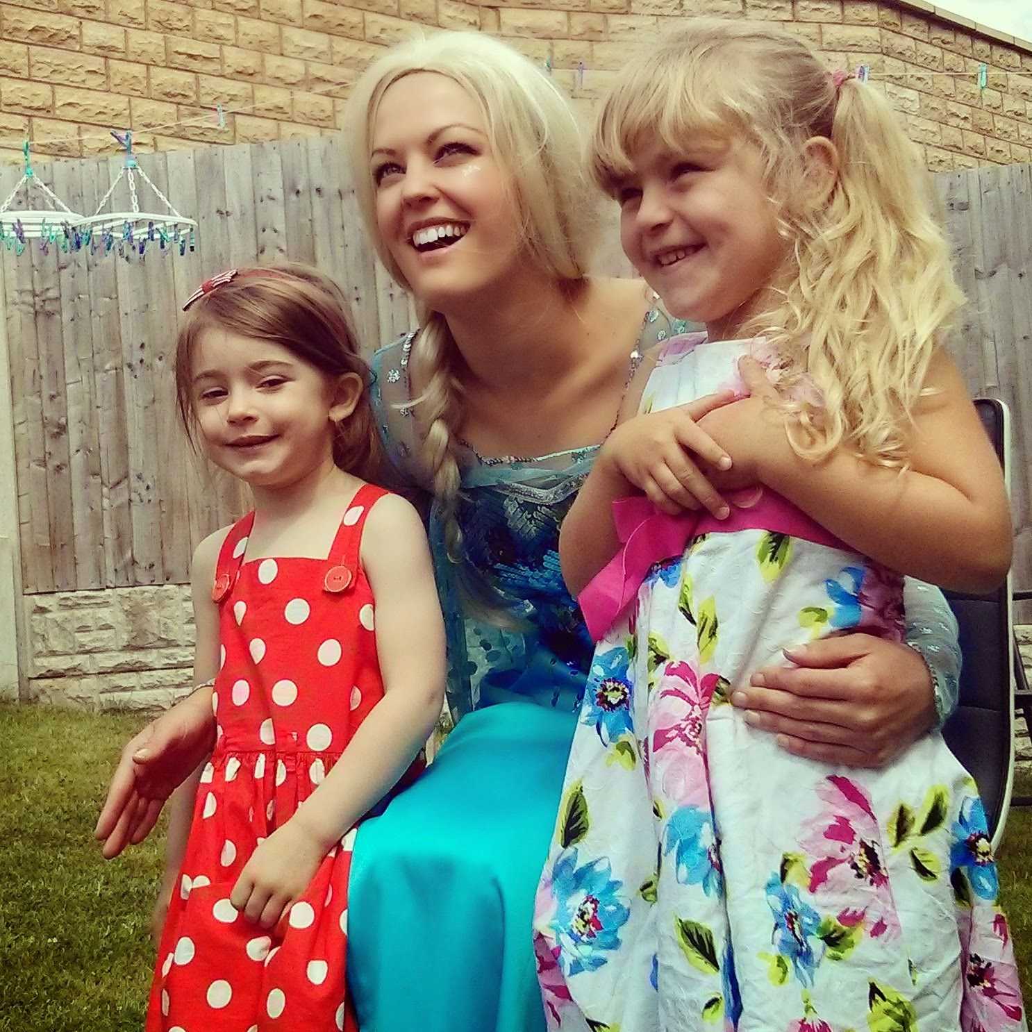girls with Elsa