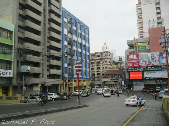 Entrance to Binondo as seen from Jones Bridge.