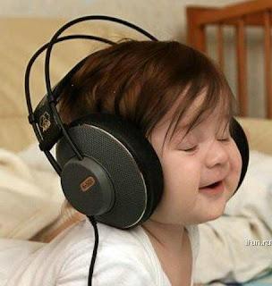 صورجميلة طفل صغير بسماعات 2013