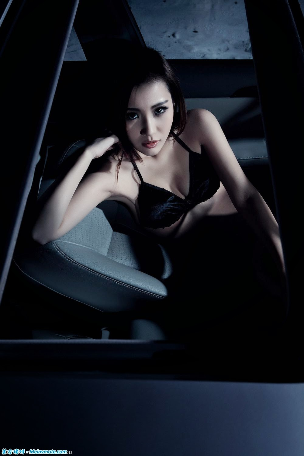 Han Xin Yi daring dance dress with car