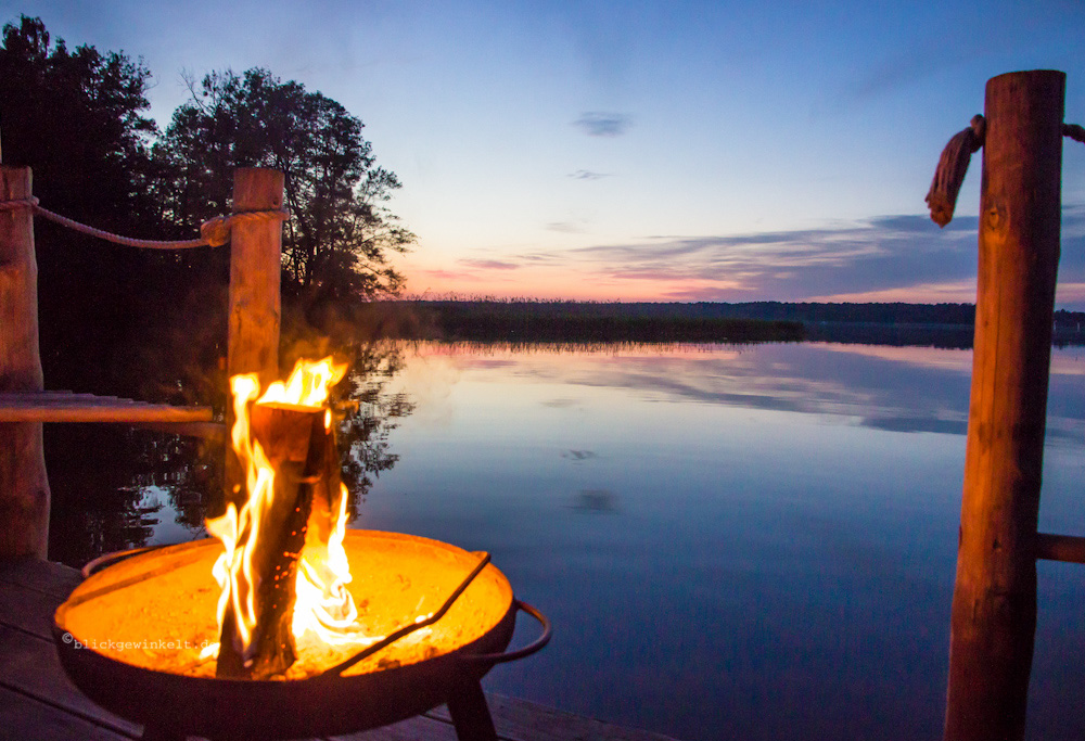 Lagerfeuer am See