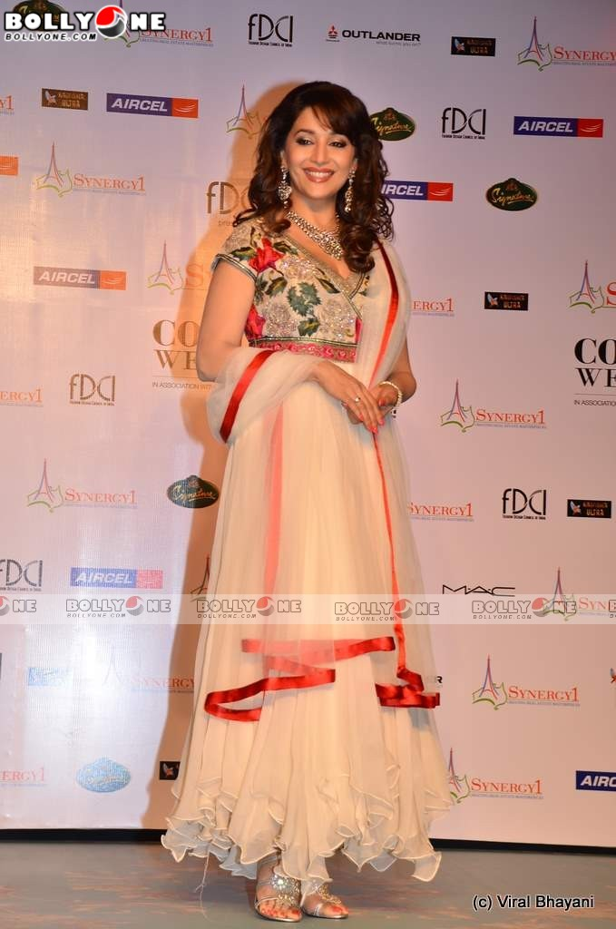 Beautiful Madhuri Dixit at Varun Bahl&#8216;s Show at Delhi Couture Week 2011