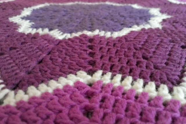 Miss Chaela Boo: Round ripple baby blanket