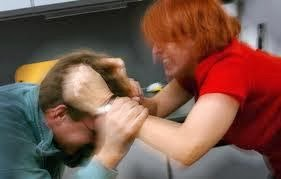 κακοποίηση των ανδρών από τις γυναίκες τους