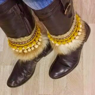 Cubre botas etnico.