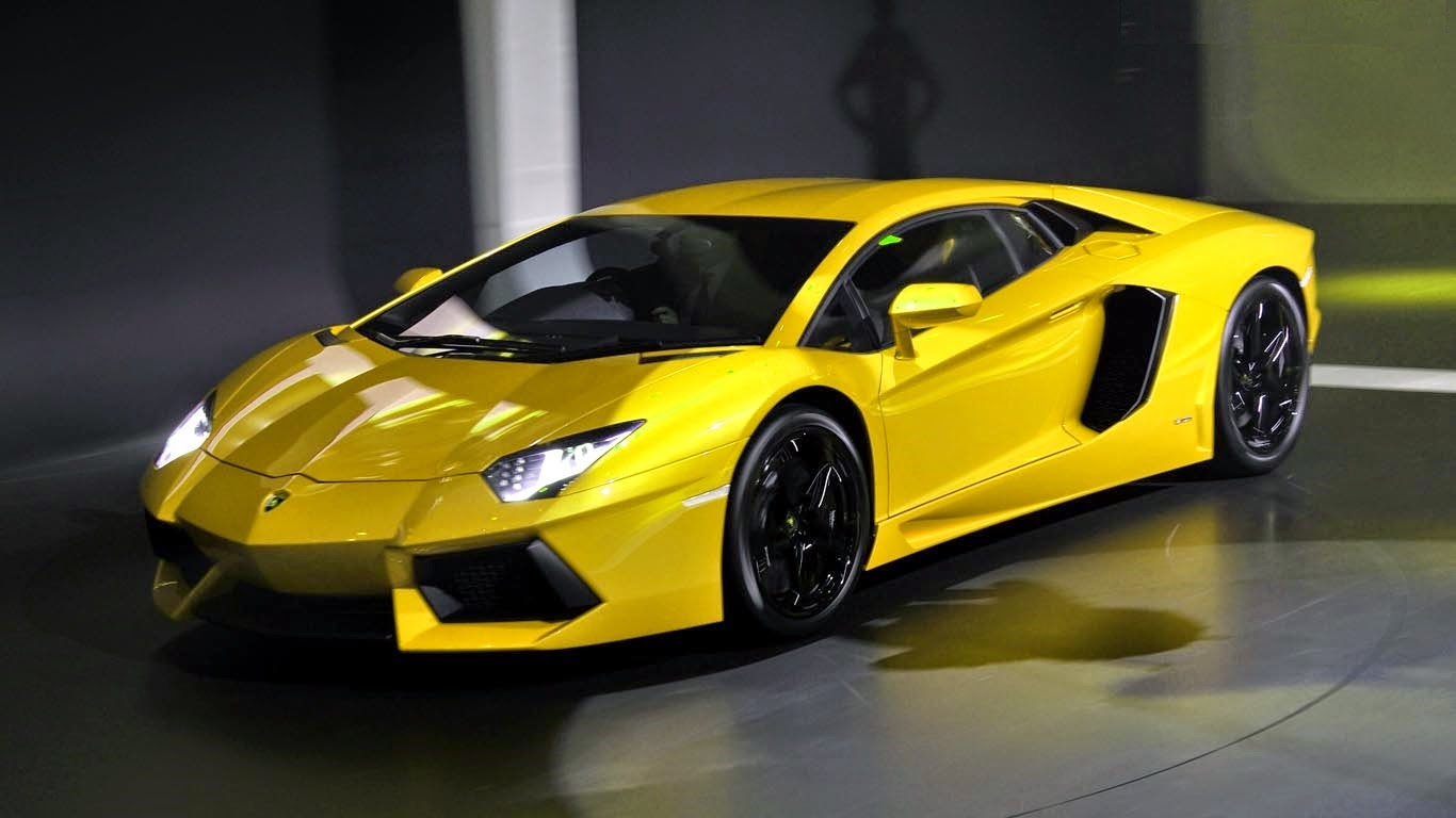 Beau Lamborghini Aventador, A Sophisticated Sports Car Model In Its Stable And  Aerodynamics