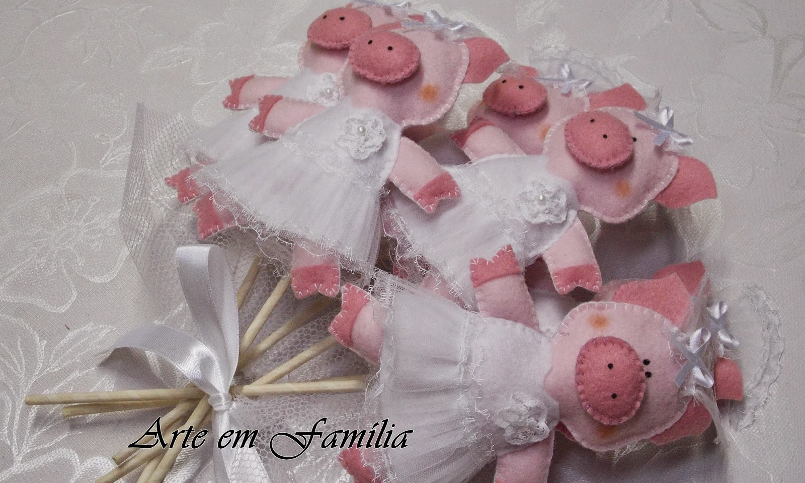 buquê de noiva artesanal de porquinhas em feltro