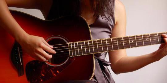 http://kuncichord-gitar.blogspot.com/2015/04/cara-bermain-kunci-gitar-dengan-cepat.html