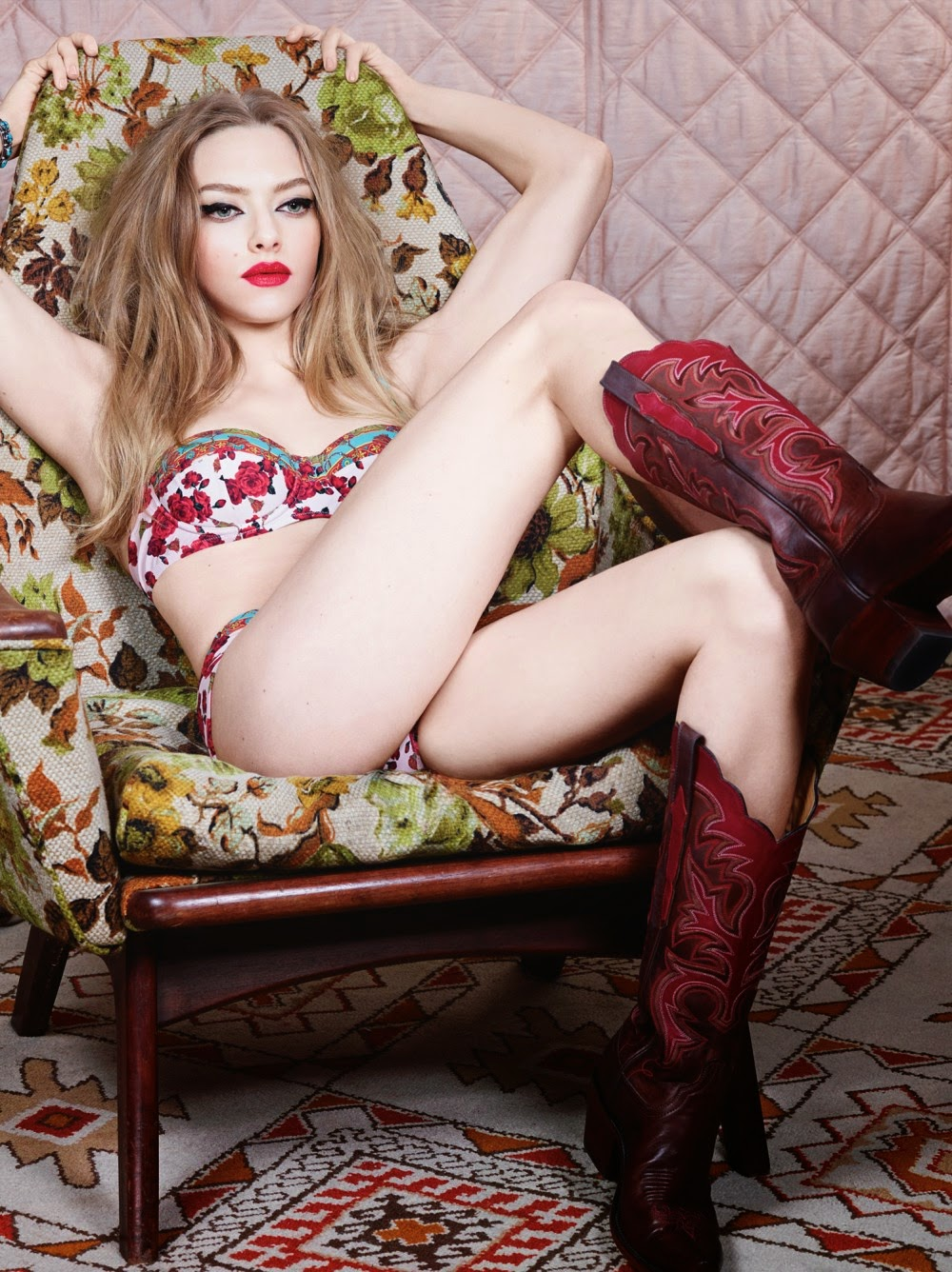Amanda Seyfried strips to her underwear for racy photo shoot