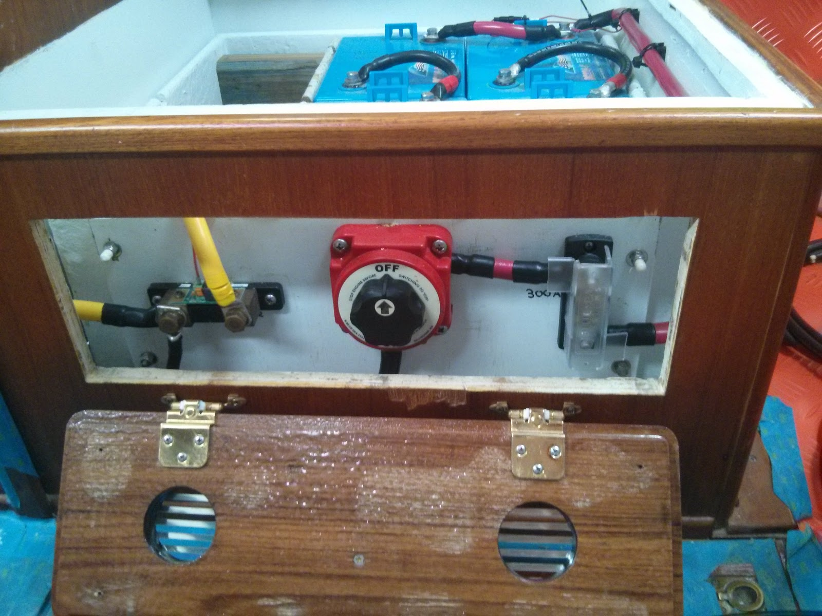 Sv Pilgrim Crimping Lugs Onto Large Gauge Electrical Wires Marine Wiring Junction Box Wire Runs At House Battery Bank