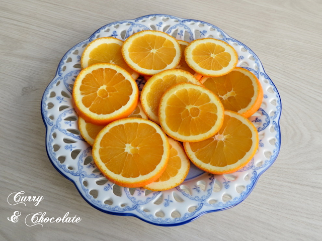 Naranjas fileteadas preparadas para confitar