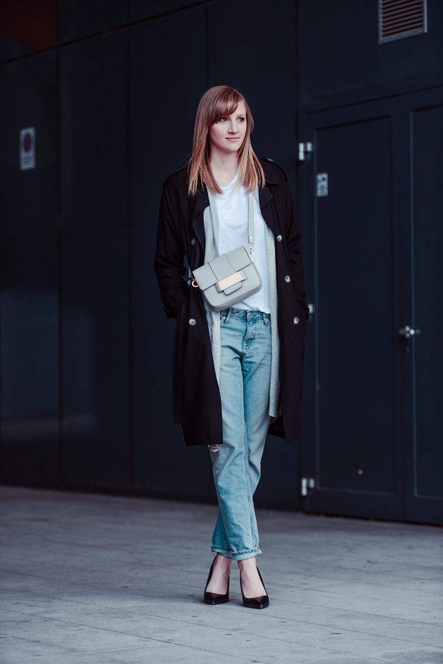 hm light ripped boyfriend jeans, hm white box bag spring 2014, grey long cardiga, topshop extra long trench coat, style blogger, fashion blogger, spring outfit look