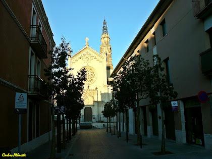 El carrer de l'Església amb l'església de Sant Esteve al fons des del carrer Major. Autor: Carlos Albacete