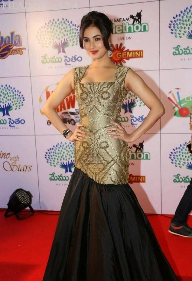 sonal chauhan hot in black gown photos