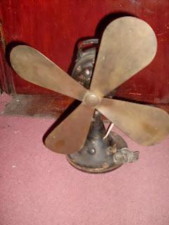 ventilador antiguo de bronce