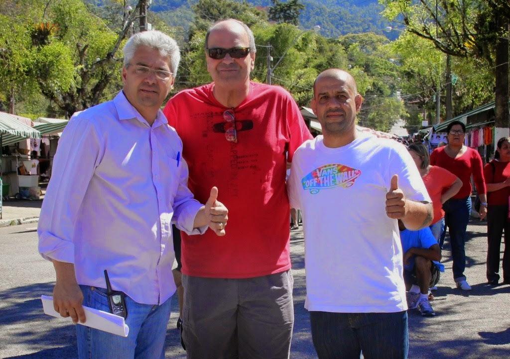 (da esquerda para a direita) Coordenador da Feira, Márcio do Valle Costa, secretário de Turismo, Ronaldo Fialho, e o presidente da Alfa, Edezio Pacheco
