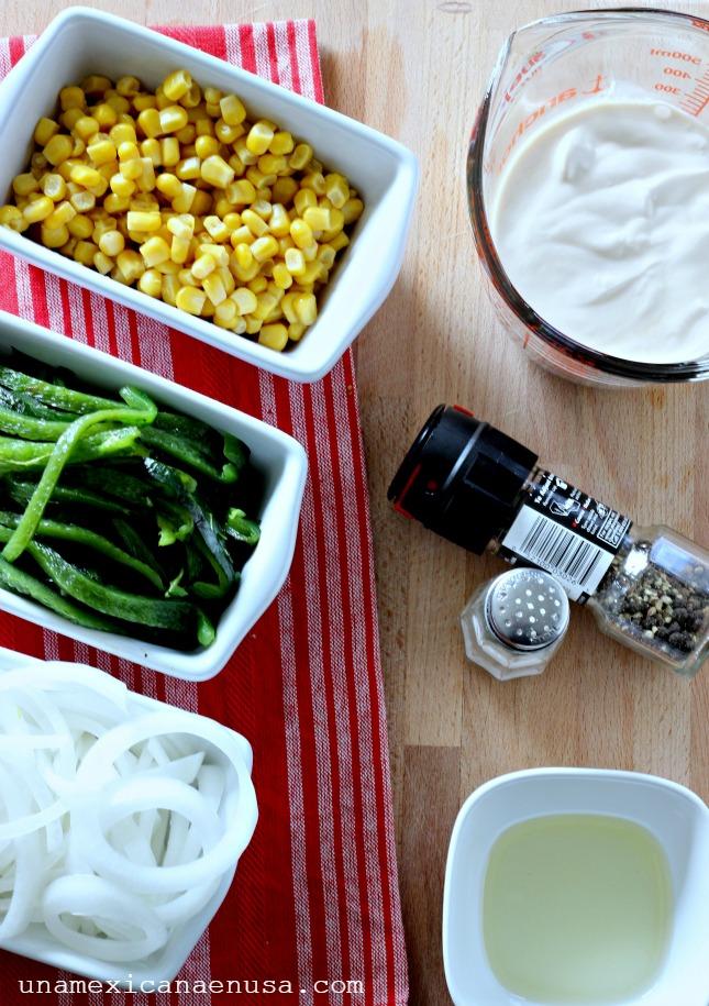 Ingredientes para preparar rajas de chile poblano con crema.