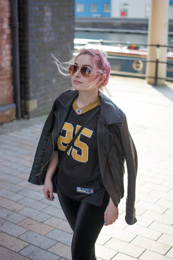 fashion blogger sports luxe chic all black