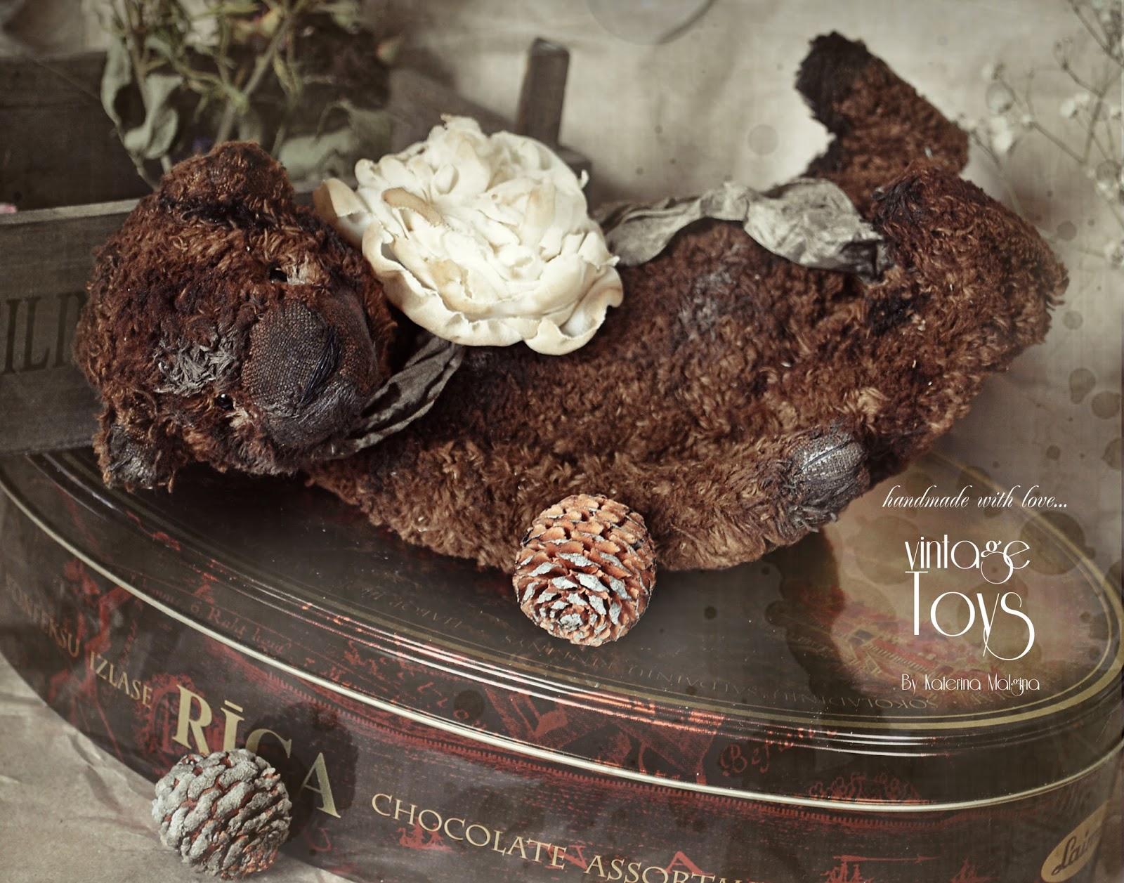 Мишка тедди кориченвый с цветком