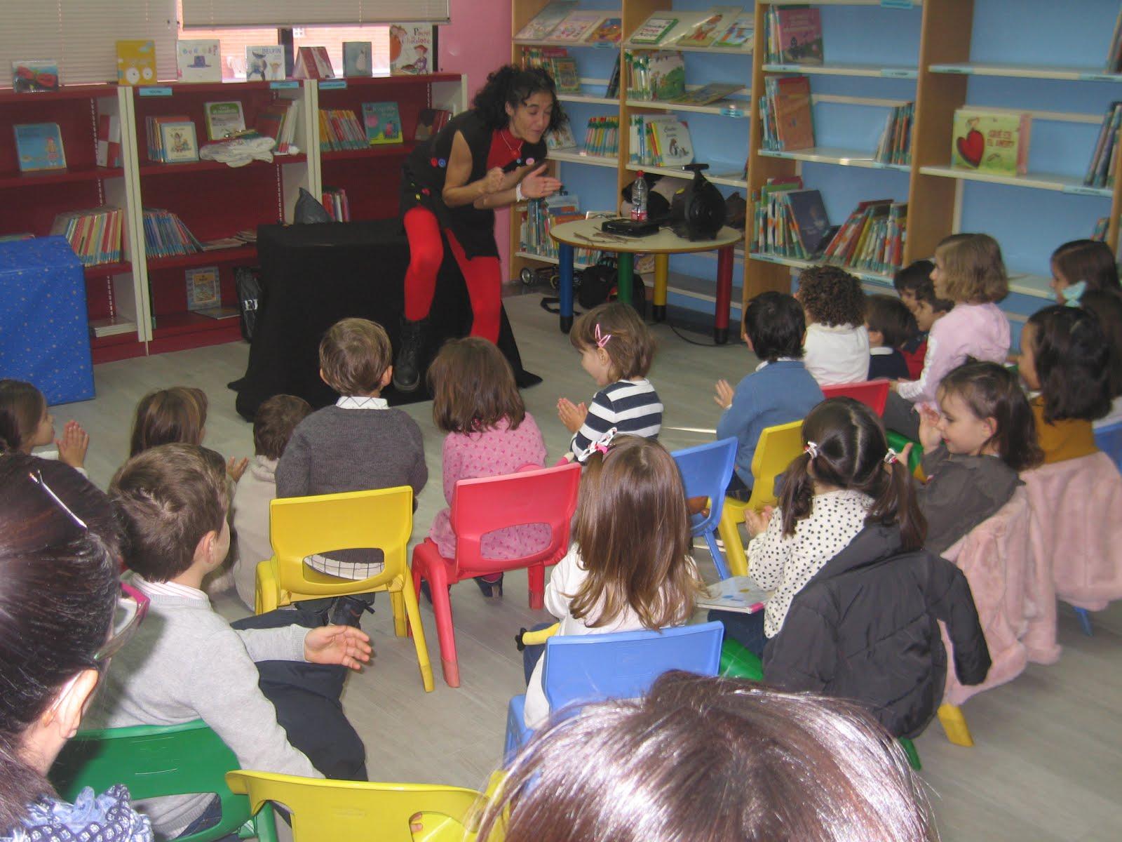 Fotos del cuentacuentos con Olga Solera en la BIBLIOTECA INFANTIL Y JUVENIL